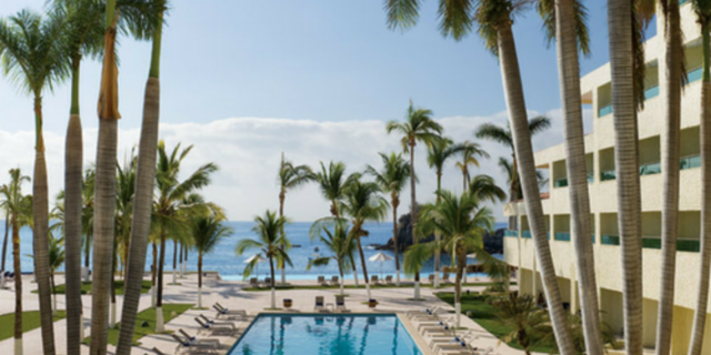 Save up to 40%, Resort Coupons and More with Apple Vacations